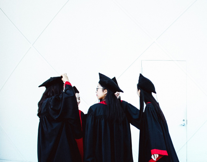 3 women graduating